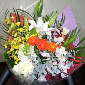 お祝い花束 白バラ+ユーカリ